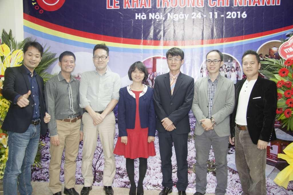 Lãnh đạo Gotojapan cùng đối tác NF