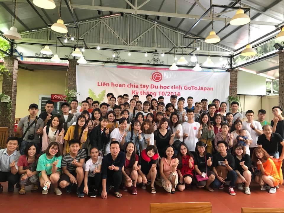 Poni Trần trong buổi liên hoan chia tay kỳ bay tháng 10 - 2018