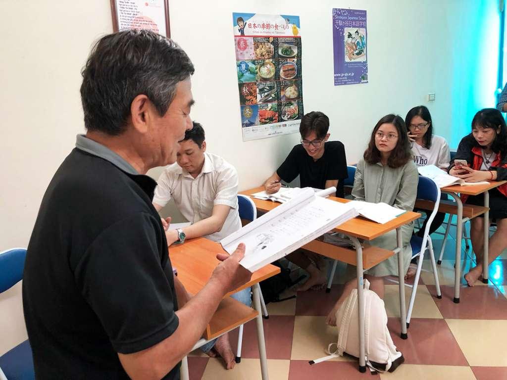 Luyện giao tiếp với giáo viên bản xứ